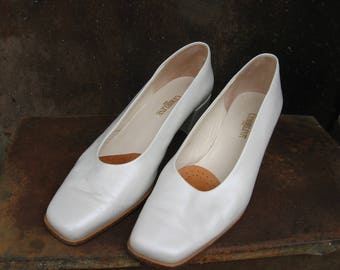 Cymbeline Wedding Shoes, Paris. Vintage French all leather white square toe & heel. Womens Size 5.5 UK/7.5 USA/38.5 Europe. Great condition.