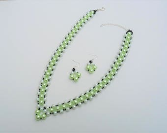 Green Faux Pearl V Shape Necklace and Earrings Set