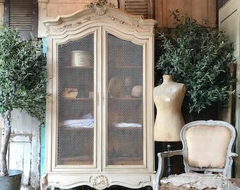 Lovely original vintage French Louis XV armoire / linen press