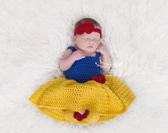 Snow White baby outfit, newborn photos, baby pictures, Disney Princess, baby costume, babys first halloween, baby dress, photo prop.