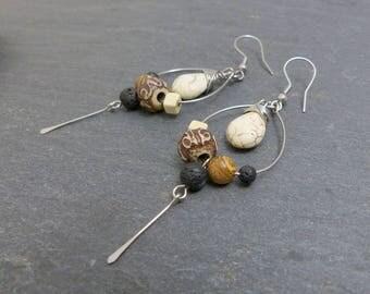 Boucles d 'oreilles d'inspiration ethnique tribale, marron ecru noir, pierre, os et acier inoxydable (BO23)