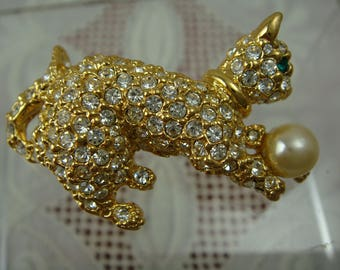 Vintage Joan Rivers Gold Tone Pave Clear Rhinestone Cat With Faux Pearl Ball Pin Brooch