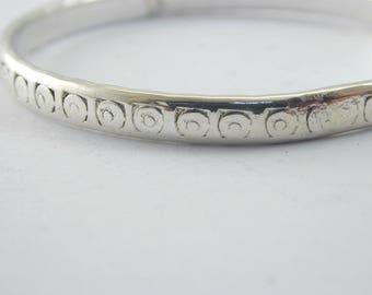 Vintage 9.6g childs silver swirl pattern bangle