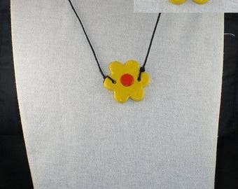 Col014 - Yellow and orange flower necklace