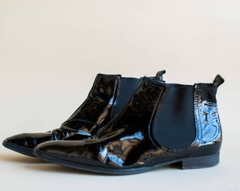 Vintage Chelsea boots, pointed toe black leather ankle boots, shiny leather Mod pull on women boots, 1980s boots