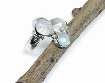 raibow Moonstone ring set in Sterling silver 925. size 8.5 and 9.5. Natural authentic stones.