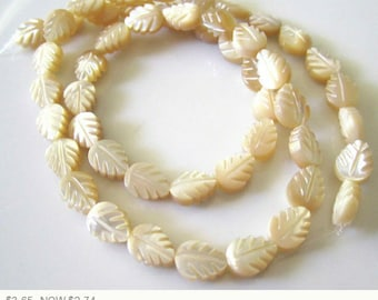 ON SALE Cream Leaf Mother of Pearl Beads Unbleached Mother of Pearl Leaves Bead Cream Mother of Pearl Cream Beads 12mm (6 pcs) 1V21