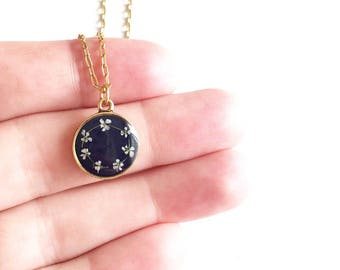 Navy/gold daisy chain pendant necklace • pendant necklace, gifts for her, dried flower necklace