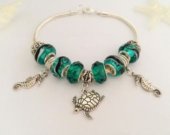 Green charms bracelet with charms, holiday ref 534 series