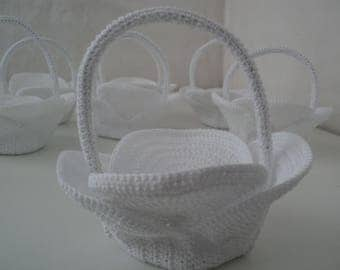 BASKETS TO CROCHET FOR SWEETS BAILEY ME OR COMMUNION