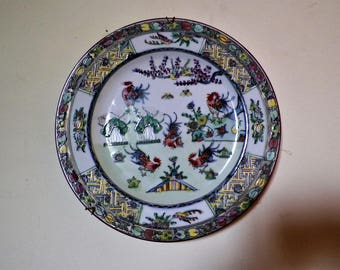 Large porcelain plate from Guangdong decorated medallion with roosters hand painted, China 1950s