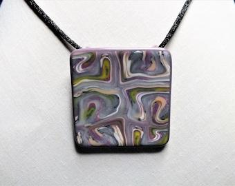 Collier art abstrait