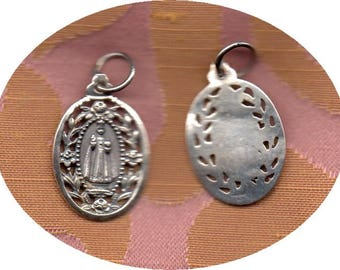 INFANT of PRAGUE Sterling Solid SILVER beautifully detailed medal made in England plus prayers and felt badge. Free Uk or Eire postage!!!!!