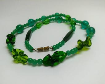 Vintage green glass swirled beads necklace