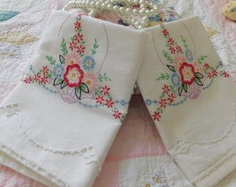 40s*Basket of Flowers Pillow Case Pair