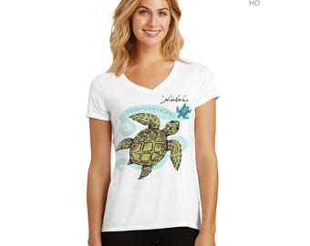 Hawaiian Honu- V-neck T-shirt, green Turtle – exclusive design, unisex – handmade in Hawaii