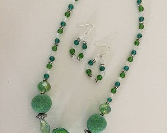 Beautiful Green Sparkling Necklace and Earrings