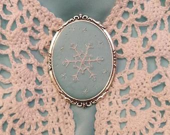 SF1 snowflake brooch