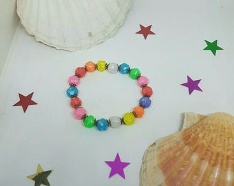 Elastic bracelet with plastic beads