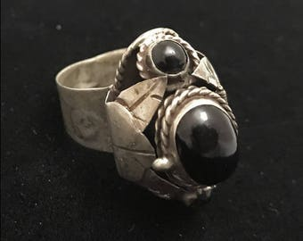 Vintage sterling & onyx poison ring - Mexican- adjustable size 8