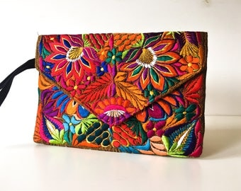 MEXICAN BAG, Embroidered clutch, Mexican clutch, Made in Chiapas, Boho clutch