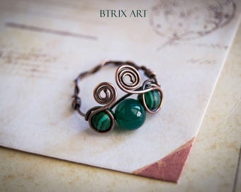 Goth Malachite ring - Wire wrapped / alternative jewelry / fantasy / malachite / goth / witch jewellery / pirate ring / vampire / halloween