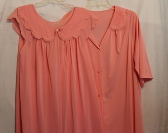 Ladies Shadow line robe and gown set from the 80's peach color Medium Lingerie sleepwear