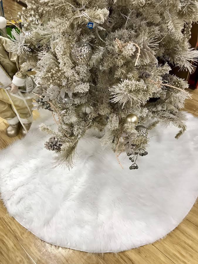 White tree skirt, Christmas tree skirt, white faux fur tree skirt ...