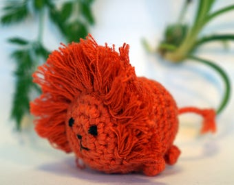 lion plushie keychain - crochet amigurumi