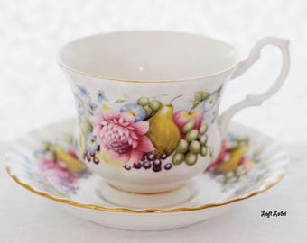 Beautiful sunny Richmond fruit and floral-pattern teacup/ saucer (in a Montrose-shape), England, c1980s