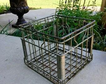 Wire Milk Crate//1960s Milk Crate//Home Storage//Industrial Decor//Home Decor//Vintage Wire Milk Crate