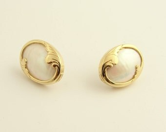14k Yellow Gold Mother Of Pearl Stud Earrings
