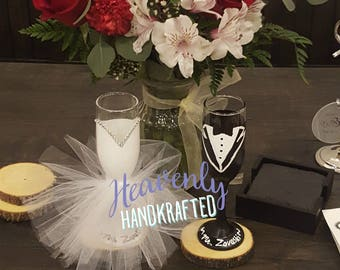Custom Bride & Groom Champagne Flutes // Custom Wedding Champagne Flutes // Custom Engagement Champagne Flutes // Wedding Gift // Engagament