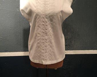 Vintage 1980s White Eyelet Blouse/T-shirt Size small