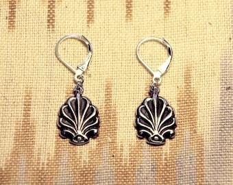 Silver acanthus earrings