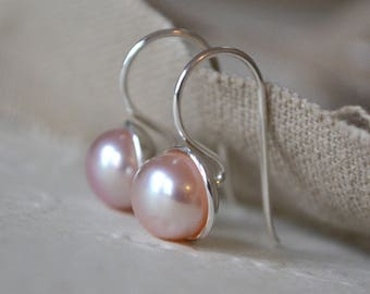 Pearl Earrings. Sterling Silver & Pink Pearl Earrings. Pearl Hook Earrings. Drop Pearl Earrings. Gift for Her. Modern Pearls.