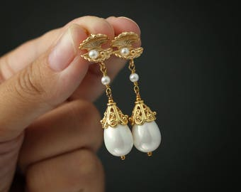 Shell Pearl Earrings Stone Earrings Pearl Earrings Drop Earrings Delicate Earrings White Earrings Gemstone Earrings Bridesmaid Earrings