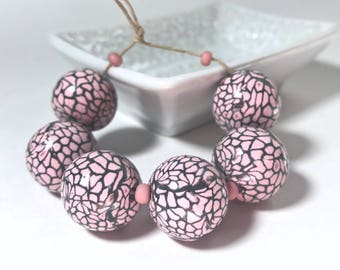 Light Pink and Dark Gray Round Polymer Clay Beads, Pink And Grey Beads, Pastel Beads, Giraffe Pattern Handmade Beads, DIY Beads, Set Of Six