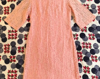 Vintage Pastel Pink Floral Lace Qipao Style Mandarin Collar Kimono Sleeve 1960s Dress Pinup