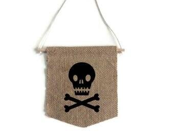Small banner pattern skull
