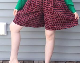Sale Vintage 1980s Walking Shorts Prestige Business Fashions Size 4 Romper shorts 80s 90s Vintage shorts Pleated Geometric wearable art