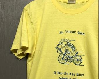 M/L vintage 80s 1987 1988 St Vincent Hotel t shirt medium large