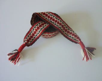 hand woven belt, 68,11 inch long and 1,57 inch wool.