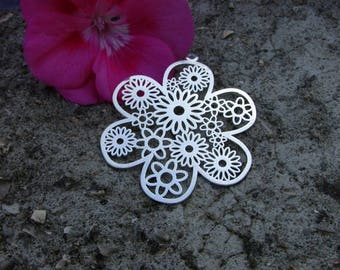 Print 1 X 40 mm glossy silver filigree flower!