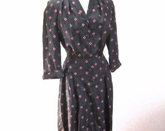 L 40s 50s Black Pink Day Dress Office Button Front Shirtwaist Padded Shoulders 3/4 Sleeves Rayon Dots Large