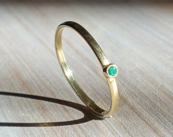 Wedding ring, Emerald wedding band, thin ring, emerald ring, knuckle ring, woman, alliance thin stone wedding band, wedding band, alliance.