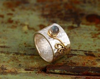 Sterling silver swirals wide band ring with Labradorite gemstone