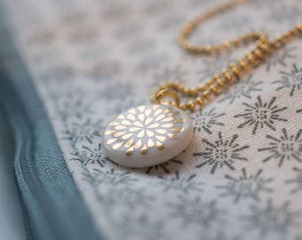 Necklace drop gold on white