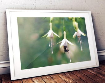 Bee collecting nectar printable art