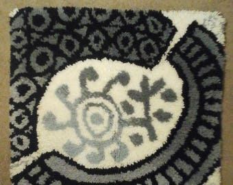 Wall hanging, hook rug